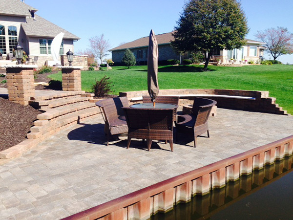 Waterside Outdoor Dining Space